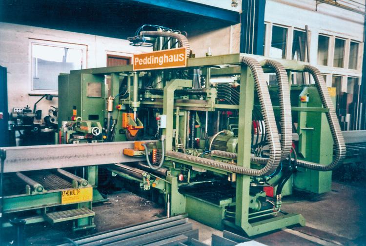 Säge-Bohr-Anlagen